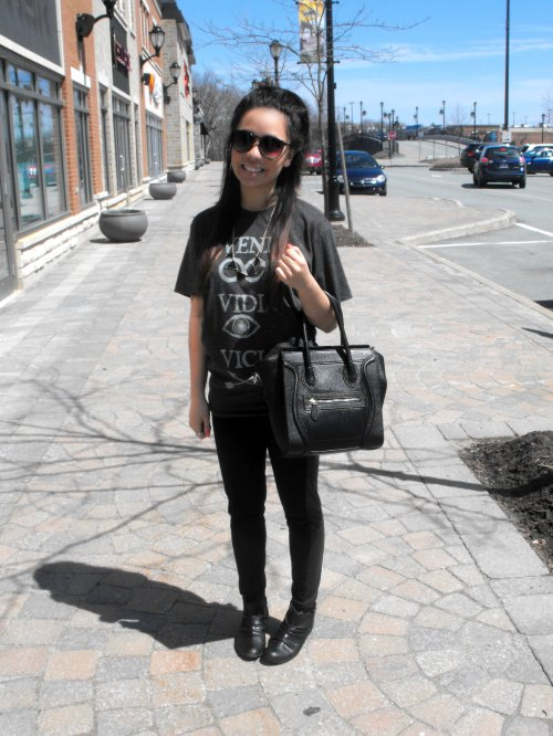 Shirt: Jawbreaking - Necklace: Ardene - Leggings: Winners - Bag: Etsy - Shoes: Spring - Sunglasses: Ardene
