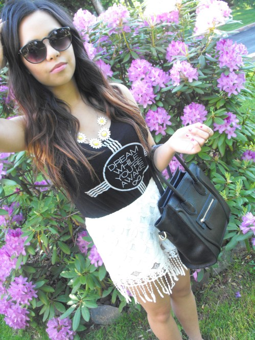 Shirt: Winners - Shorts: Marshalls - Bag: Etsy - Shoes: American Eagle - Necklace: Ardene