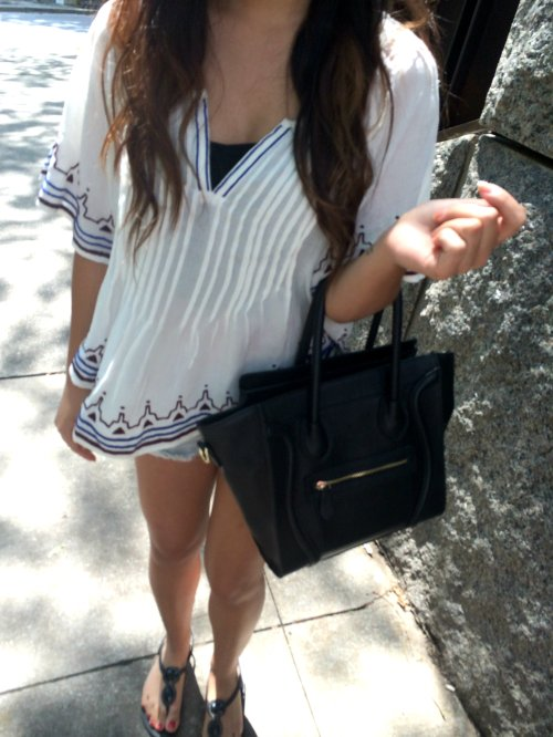 Shirt: Forever 21 - Bag: Etsy - Shorts: American Eagle - Sandals: American Eagle